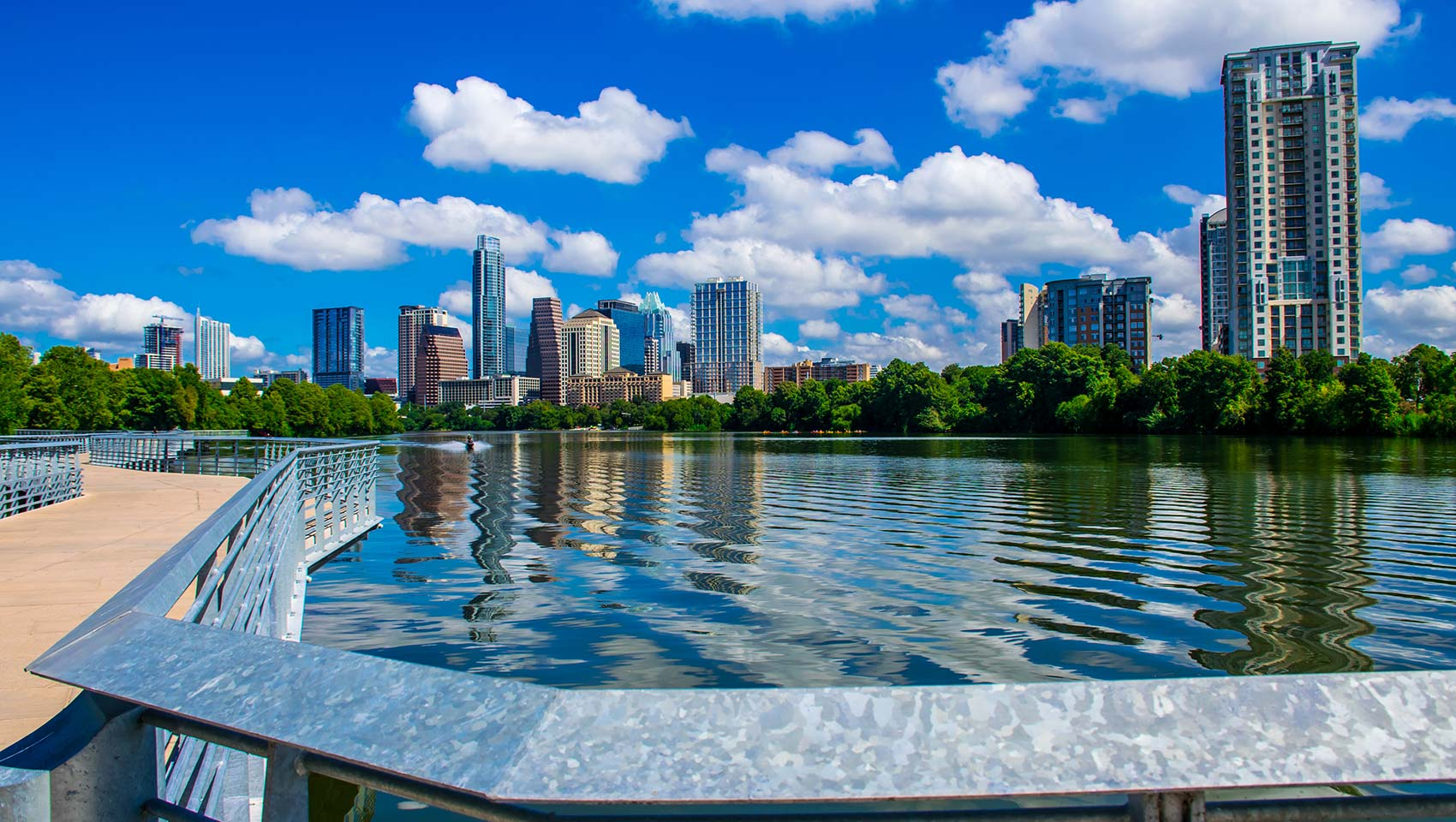 Austin-lake-daytime-jogging-path